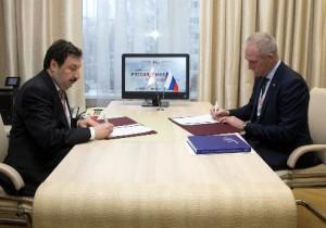 Ректор РАНХиГС Владимир Мау и губернатор Ульяновской области Сергей Морозов подписали соглашение
