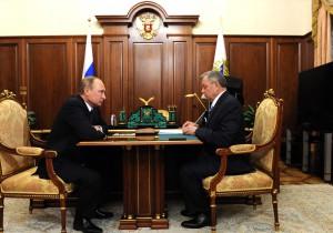 Рабочая встреча Президента России Владимира Путина с Анатолием Артамоновым