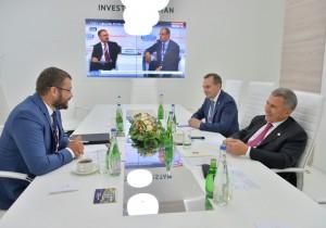 Рустам Минниханов и Иван Федотов провели рабочую встречу на форуме в Сочи