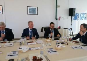 В Сочи прошел деловой обед Аркадия Дворковича с губернаторами АИРР