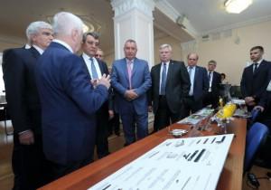 Сергей Жвачкин показал Дмитрию Рогозину томские инновационные разработки в ОПК