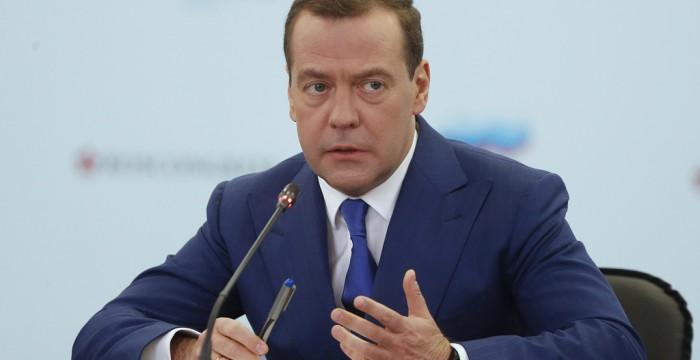 Медведев обсудит с губернаторами проблемы развития регионов