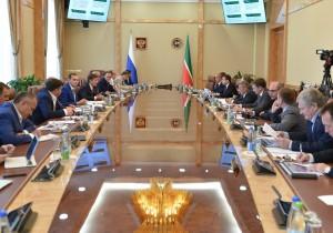 Рустам Минниханов провел совещание по поддержке науки и инноваций в рамках проекта «Иннокам»