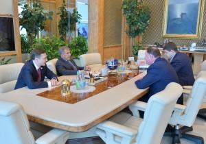Рустам Минниханов встретился с президентом компании Boeing в России и странах СНГ Сергеем Кравченко